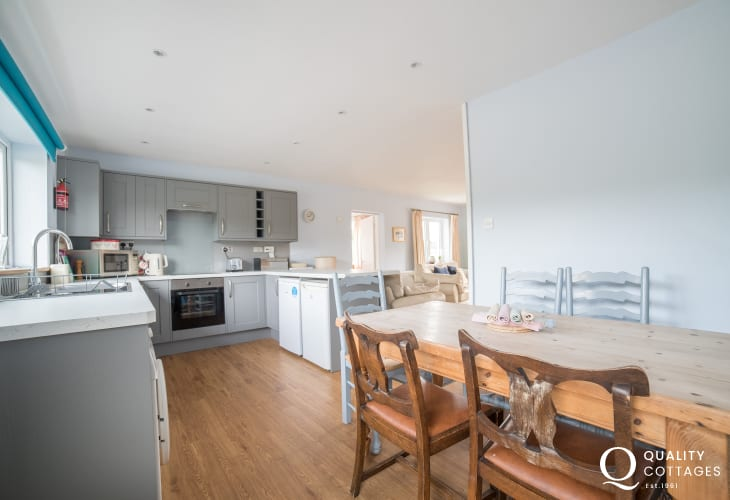 Morfa nefyn holiday house - kitchen