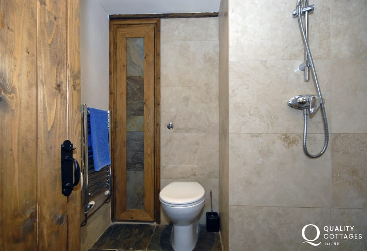 Ground floor twin en-suite wet room