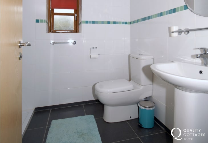 Pembrokeshire coastal holiday home - ground floor family shower room