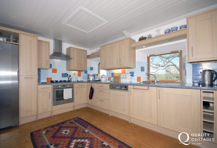 Self-catering farmhouse on the North Pembrokeshire coast - kitchen/diner