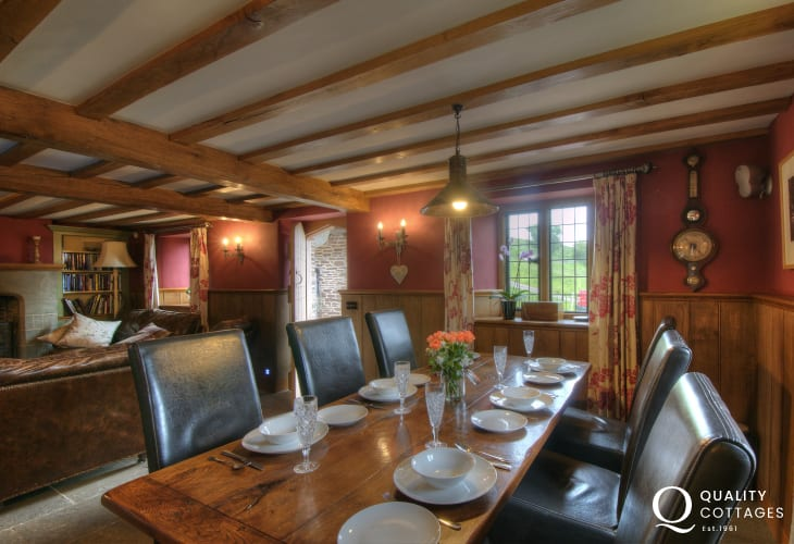 Hay on Wye holiday house - dining