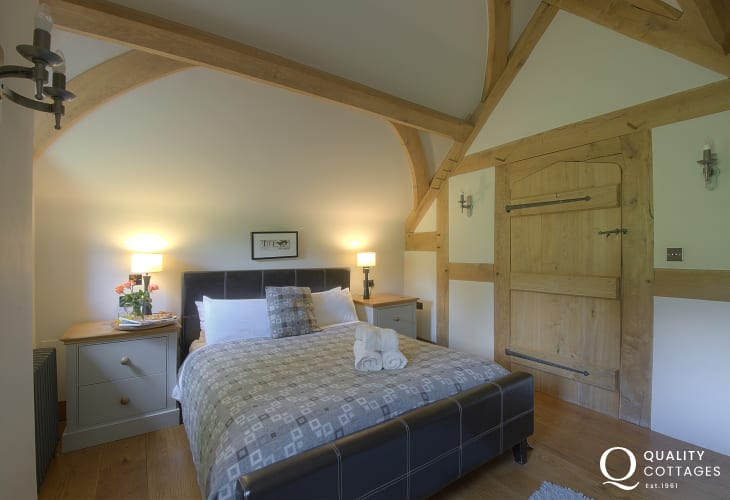 Cottage with hot tub Mid wales - bedroom