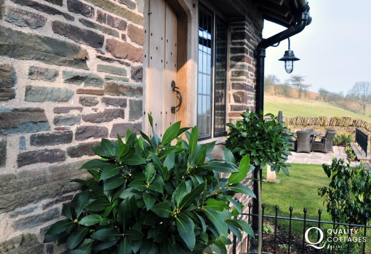 Black mountains holiday cottage with hot tub