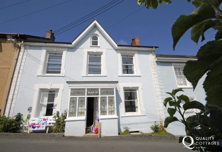 New Quay holiday home overlooking the Cardigan Bay Heritage Coast - pets welcome