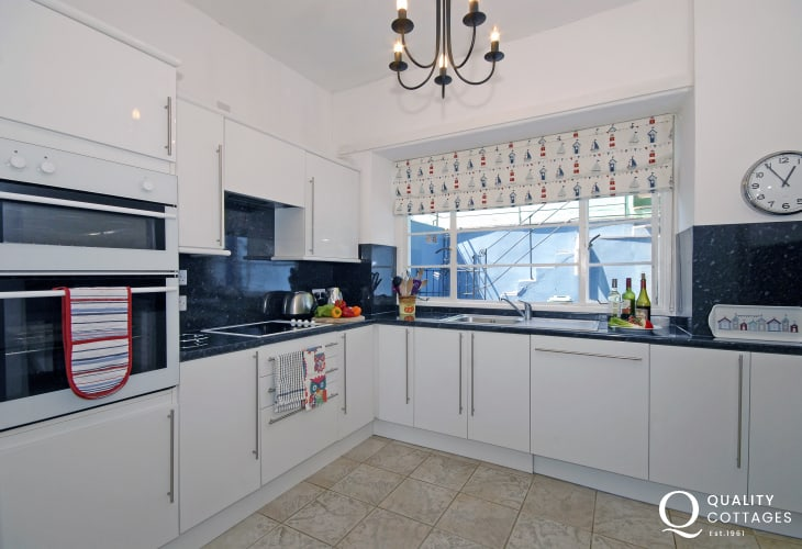 Self-catering coastal cottage New Quay, Cardiganshire - modern kitchen