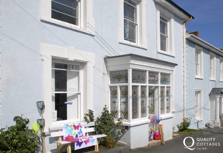 Pet friendly New Quay holiday home overlooking Cardigan Bay