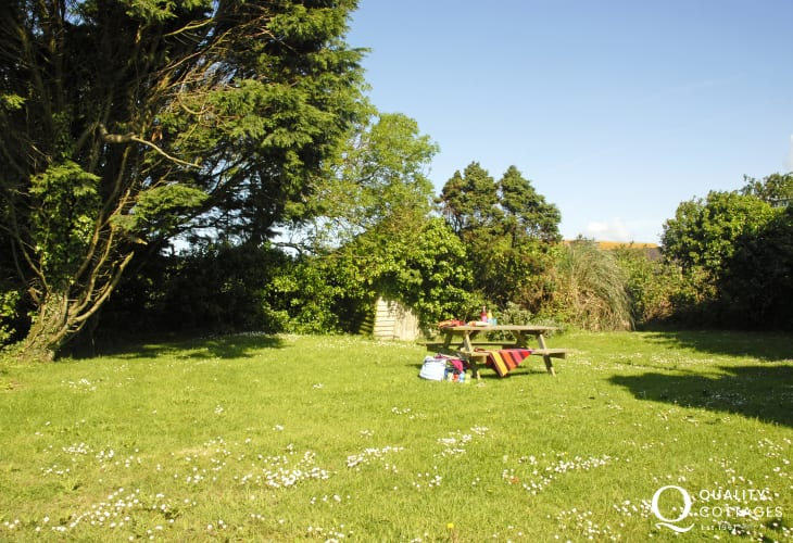Nolton Haven holiday cottage with garden and pets welcome
