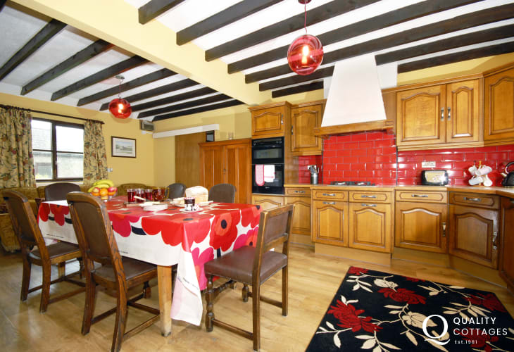 Druidston self-catering holiday cottage - country kitchen/diner