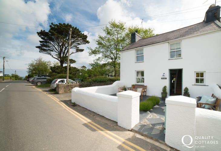 Coastal holiday cottage wales  sleeping 6 - exterior
