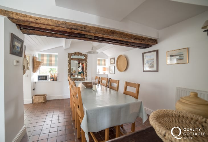 Holiday cottage Wales by the sea sleeping 6 - open plan dining area