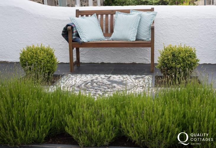 Luxury coastal cottage Morfa Nefyn sleeping 6  - patio