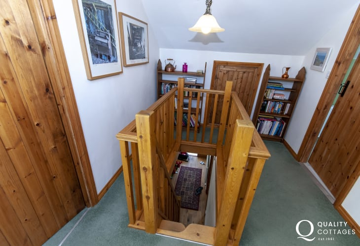 Coastal cottage Pembrokeshire - first floor landing
