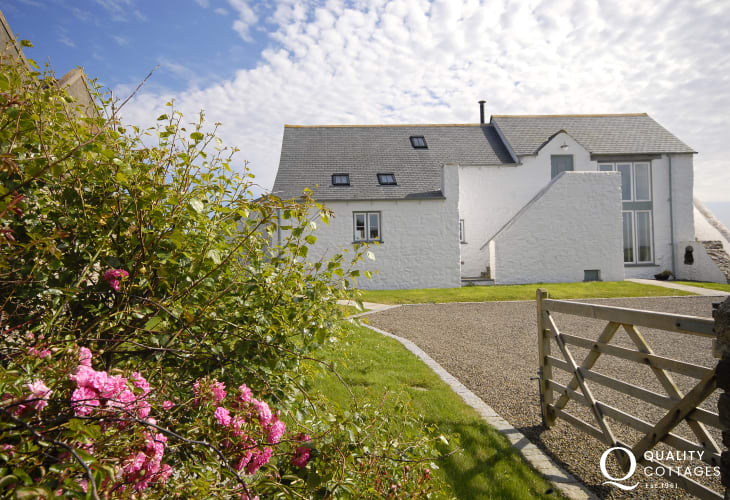 North Pembrokeshire luxury holiday home in Solva - sorry no pets