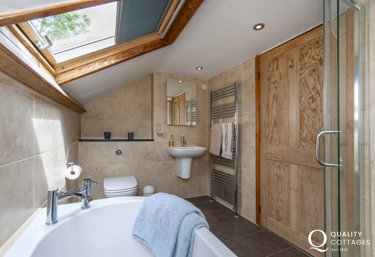 Newport holiday home - luxury family bathroom with separate shower