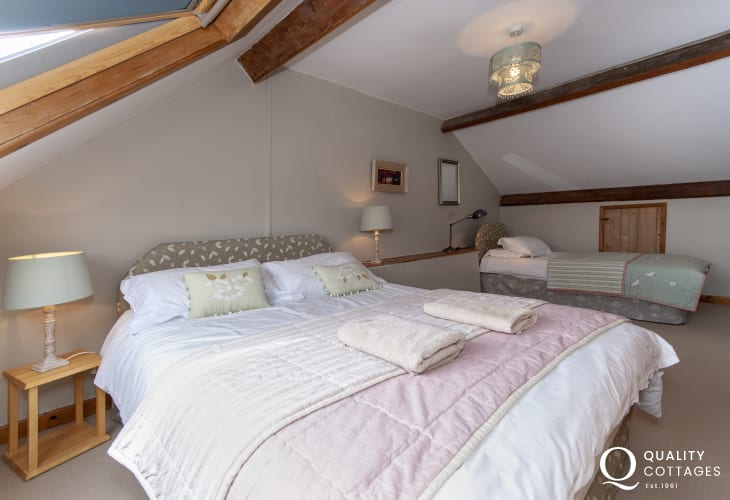 Moylegrove holiday cottage family room - double with single bed