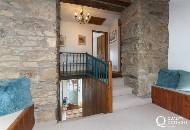 Stone holiday cottage near Poppit Sands - landing