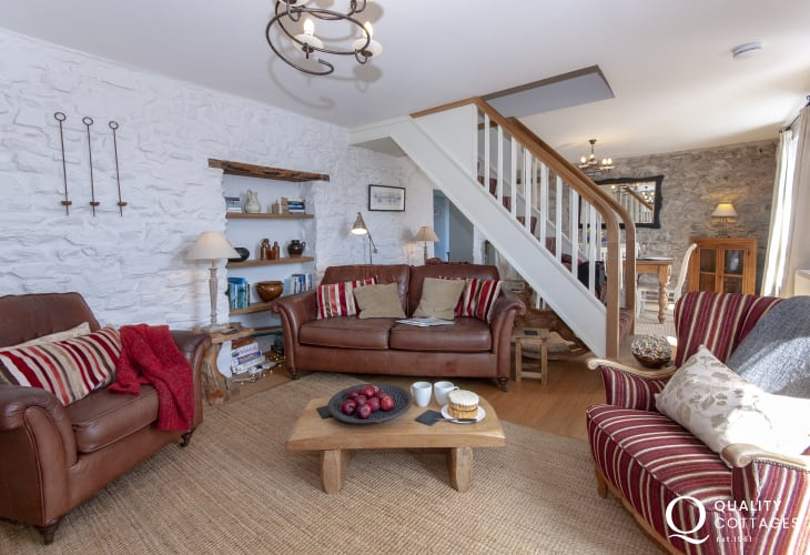 South Pembrokeshire holiday cottage near the coast open plan sitting/dining room