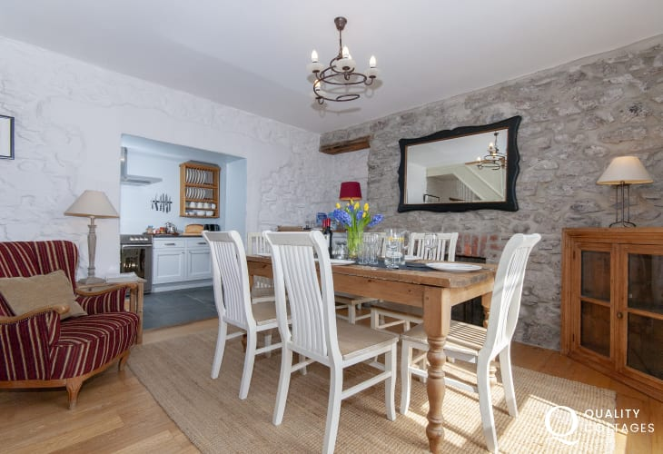 Cosy Welsh holiday cottage on the Haven Waterway - dining room