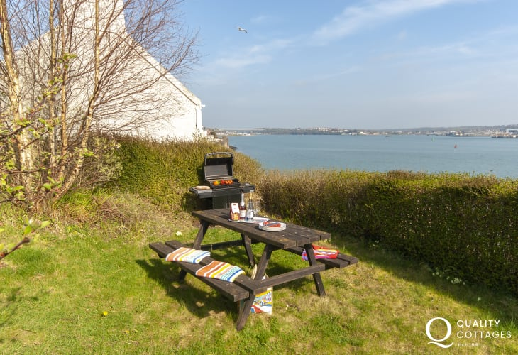 Pembrokeshire holiday home overlooking the 'Secret Haven Waterway' - pets welcome