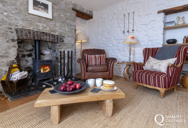 Welsh Pembrokeshire cottage with wooden floors, log burning stove and pets welcome