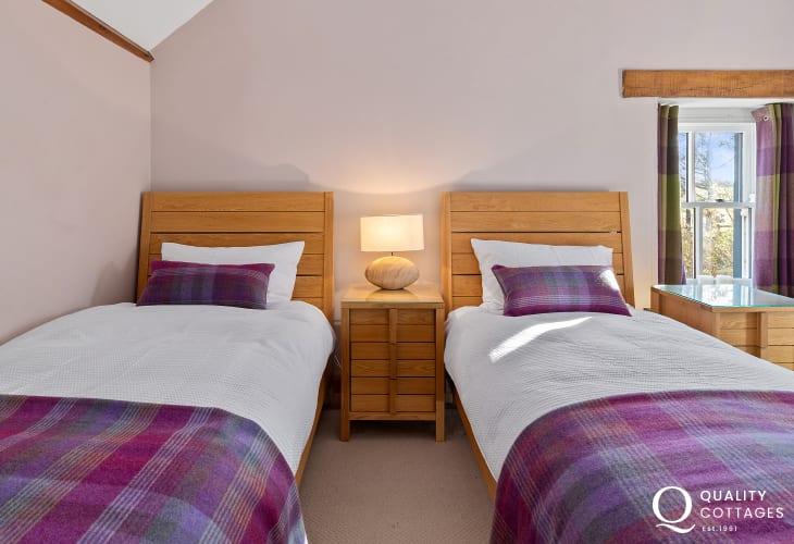 Twin bedroom oak beds