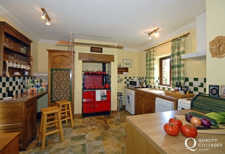 Self-catering cottage near Aberaeron - country style kitchen with Stanley range cooker