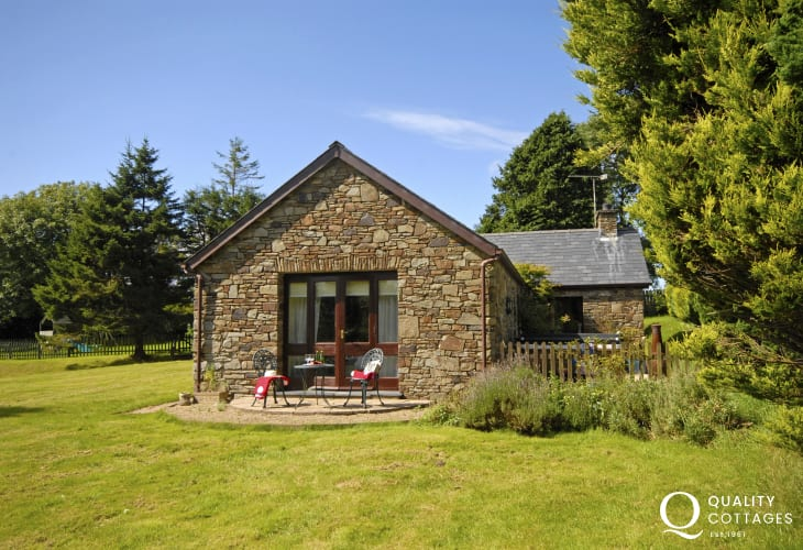 Llangrannog cosy holiday cottage with gardens - pets welcome