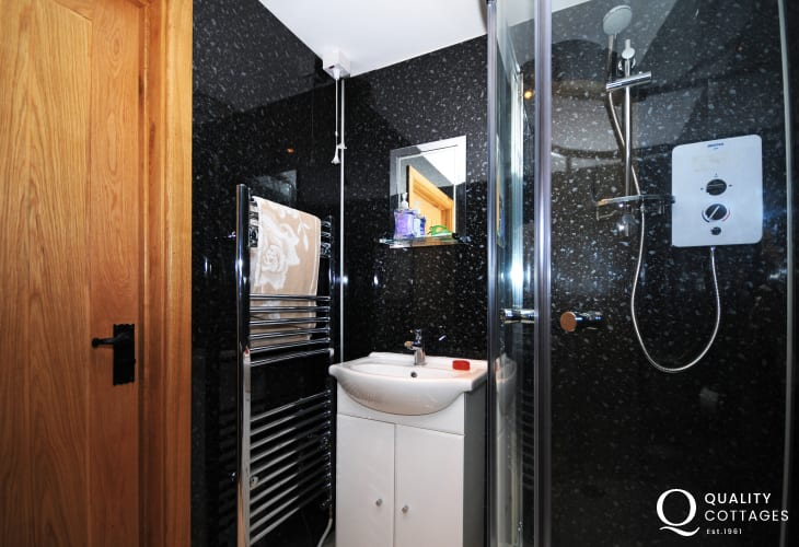 Green Events holiday cottage - shower room
