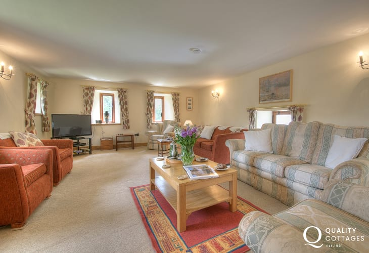 5 bedroomed holiday house Wales - lounge