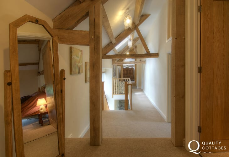 Pet friendly holiday cottage mid Wales - hall
