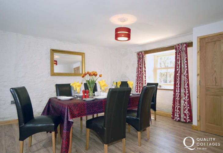 Broad Haven Pembrokeshire holiday home - spacious dining area