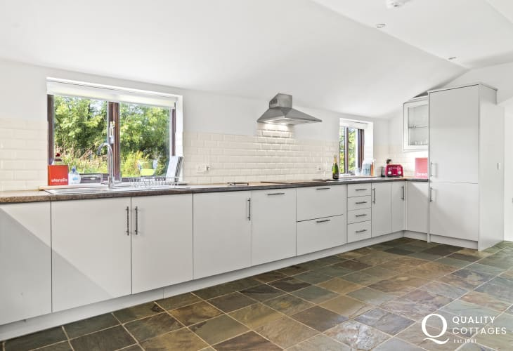 Teifi Valley Railway closeby cottage holiday fitted kitchen with eye level oven, dishwasher, fridge/freezer and washer/dryer