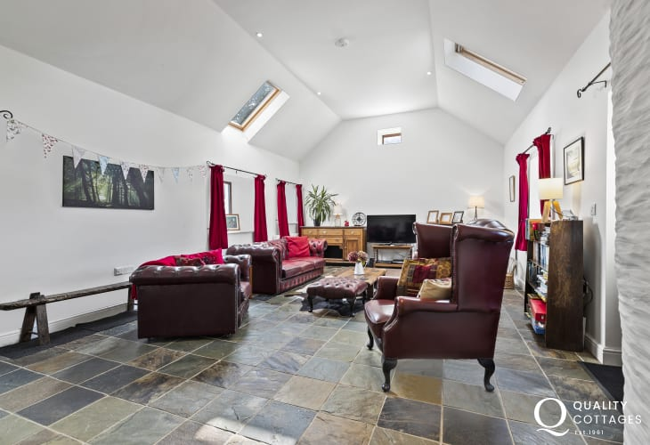 Cardigan nearby holiday cottage lounge 3 seater sofa and 2 armchairs log burner, large TV