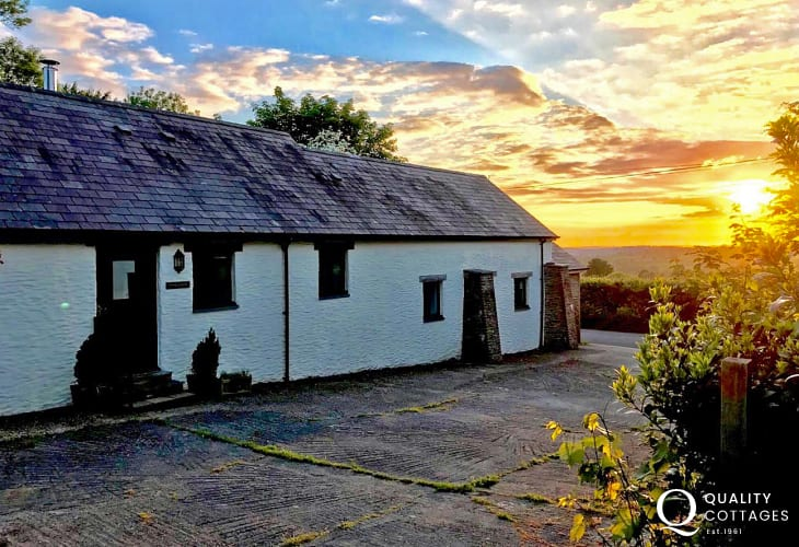 Cenarth Falls, Teifi Valley luxury converted holiday cottage - pets welcome