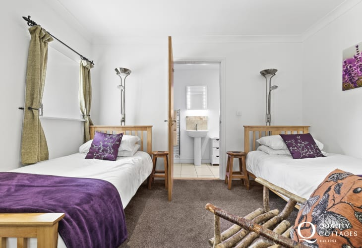 Converted barn near the Cardigan coast twin bedroom with ensuite shower room