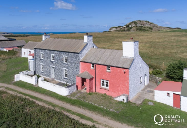 Cottage farmhouse holiday sleeps 4 Pembrokeshire