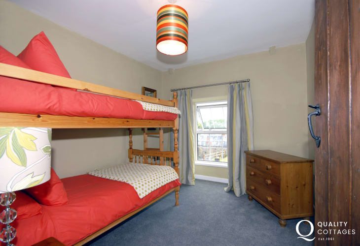 Newgale holiday cottage sleeping 6 - bunk bedroom