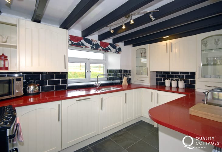 Druidston self-catering holiday cottage - luxury fitted kitchen