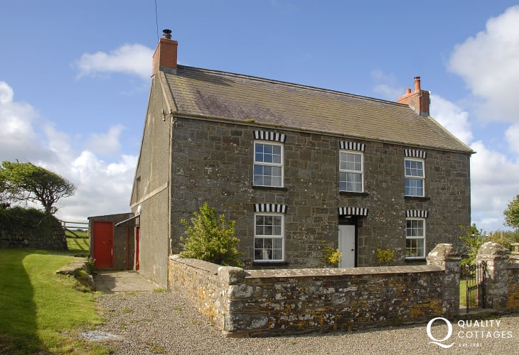 South Nolton Farmhouse - comfortable family holiday home with garden and pets welcome