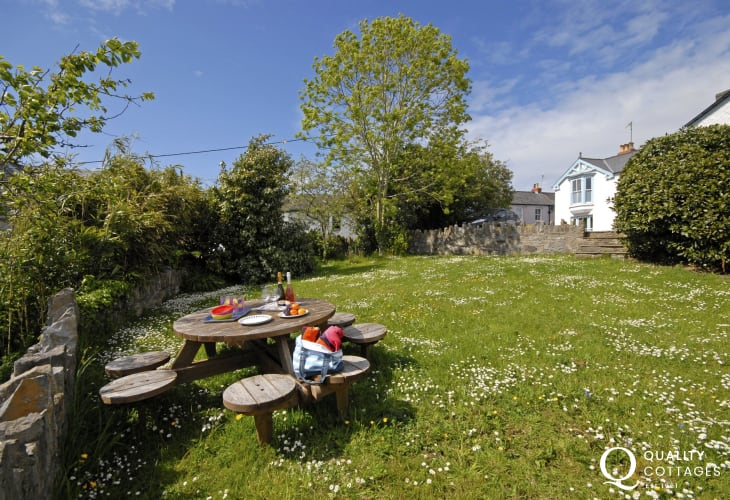 Manorbier holiday home gardens