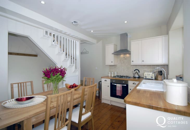 Self-catering holiday cottage in Manorbier - modern kitchen/diner