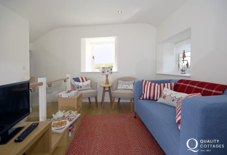 Manorbier coastal holiday cottage -  first floor sitting area