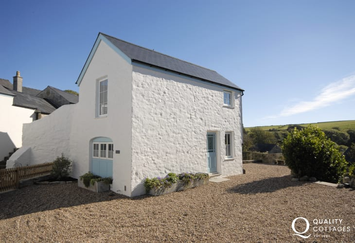 Manorbier holiday cottage sleeps 5 - sorry no pets