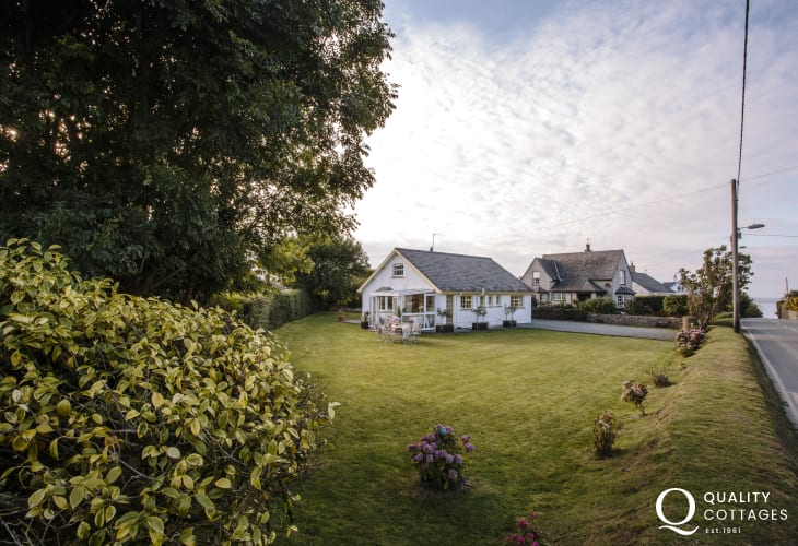 Holiday cottage near beach North Wales - ext