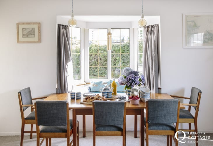 Morfa Nefyn holiday cottage - dining