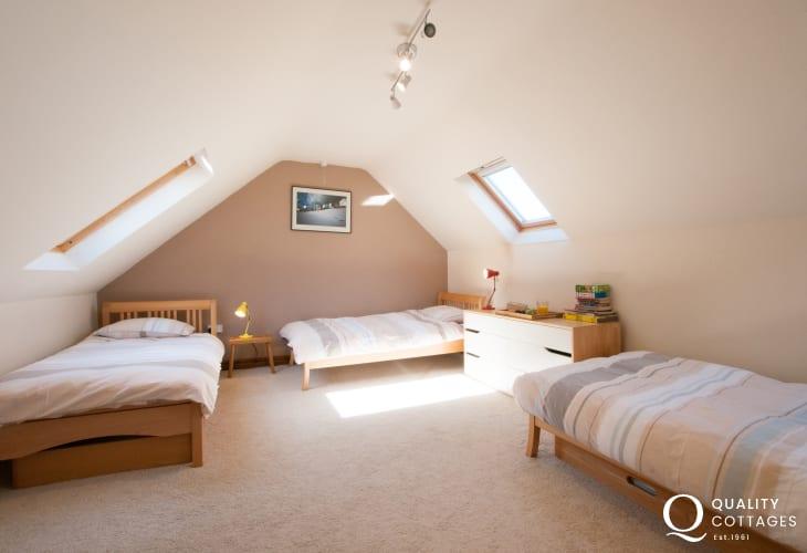 Llyn Peninsula holiday cottage sleeping 8 - bedroom