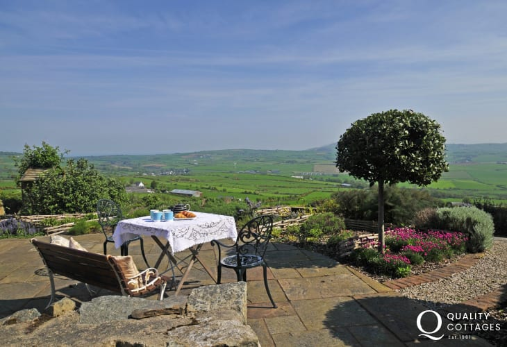 Pet friendly holiday cottage North Wales - views