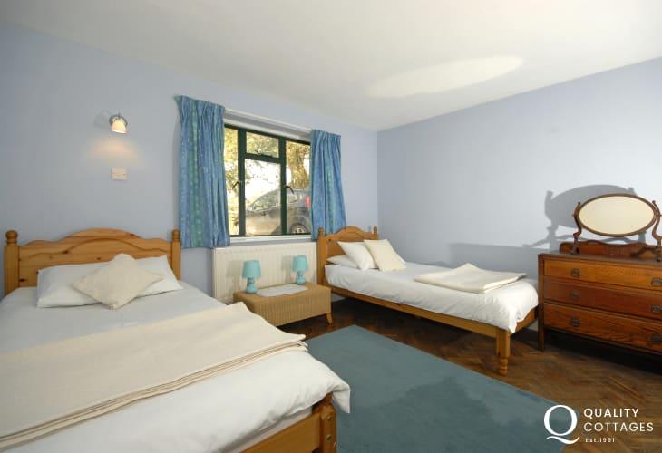 South Pembrokeshire holiday accommodation sleeping 8 - twin
