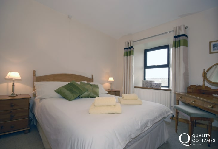 self catering Welsh farmhouse Pembrokeshire coast sleeps 6 - double