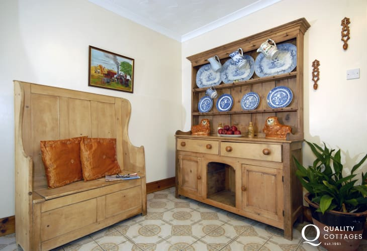 Welsh seld and sgiw - traditional dresser and settle
